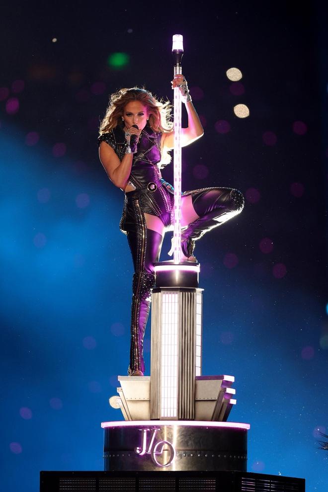 Bước sang tuổi 51, Jennifer Lopez vẫn có được cơ bụng số 11 nhờ vào 3 thói quen này - ảnh 2