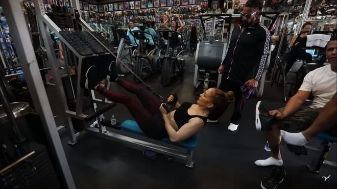 Bước sang tuổi 51, Jennifer Lopez vẫn có được cơ bụng số 11 nhờ vào 3 thói quen này - ảnh 14