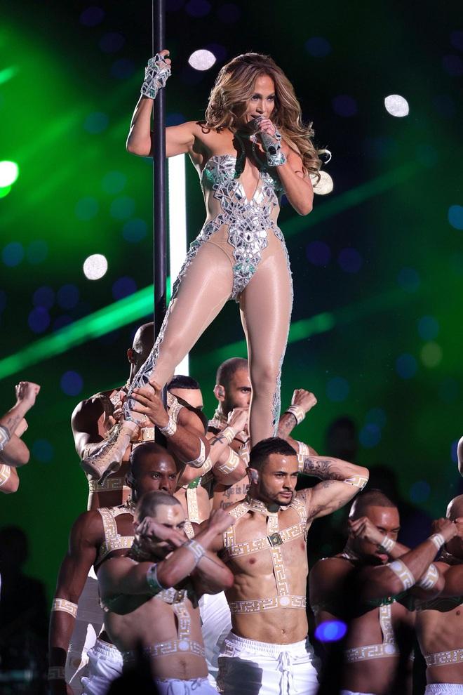 Bước sang tuổi 51, Jennifer Lopez vẫn có được cơ bụng số 11 nhờ vào 3 thói quen này - ảnh 1