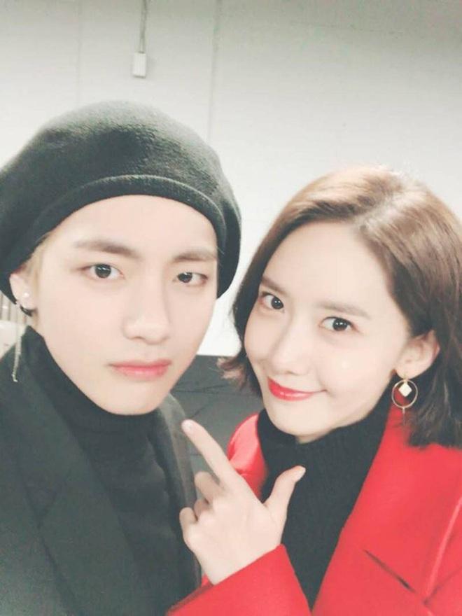 Khoảnh khắc rụng tim của Yoona và V (BTS) 2 năm trước hot lại, thì ra 2 idol quyền lực nhất Kpop có mối quan hệ ngầm - ảnh 9