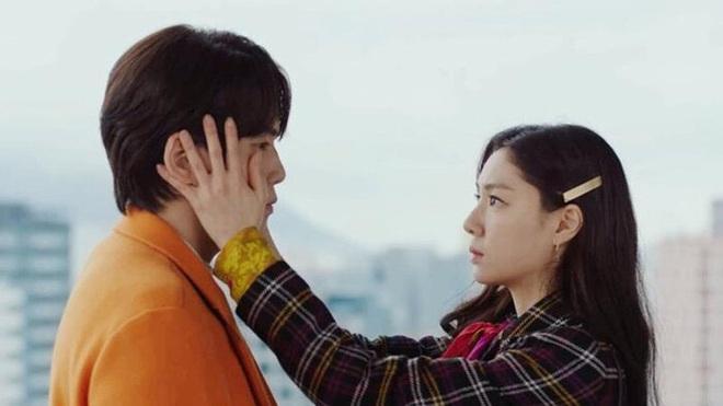 Seo Ji Hye tái hiện cảnh xé vé cực hot của thánh lừa đảo ở Crash Landing on You, chờ gì mà không đẩy thuyền? - ảnh 10