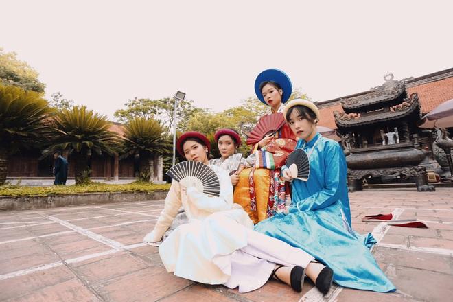 Đầu tư gần 1 năm, lớp toàn gái xinh chơi lớn thuê hẳn 28 bộ cổ trang từ NTK trong MV của Hòa Minzy để chụp kỷ yếu, soi kinh phí ai cũng giật mình - ảnh 19