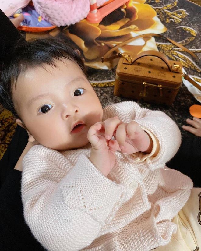Loạt khoảnh khắc giống bố như lột của con gái Bùi Tiến Dũng, Khánh Linh đã nhập hội đẻ thuê rồi - ảnh 9