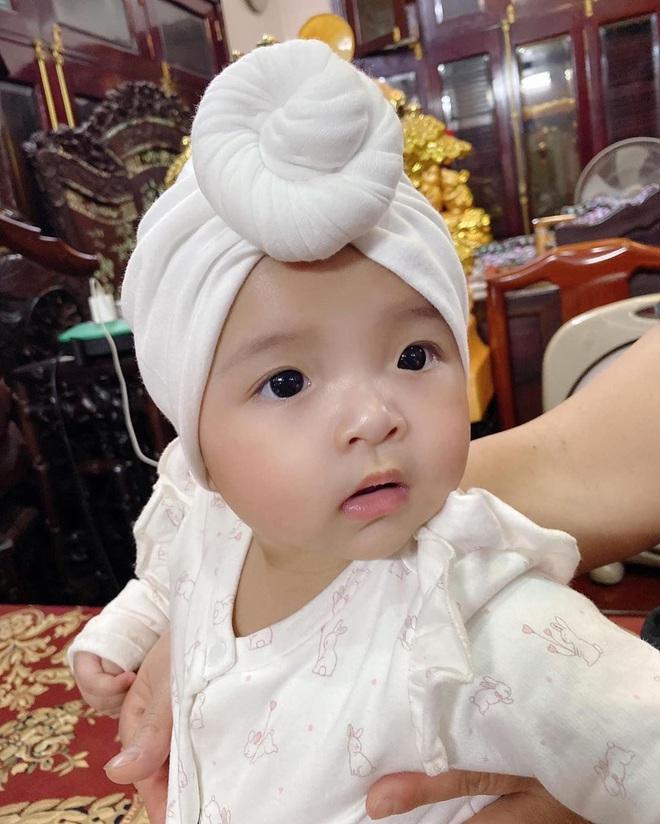 Loạt khoảnh khắc giống bố như lột của con gái Bùi Tiến Dũng, Khánh Linh đã nhập hội đẻ thuê rồi - ảnh 8