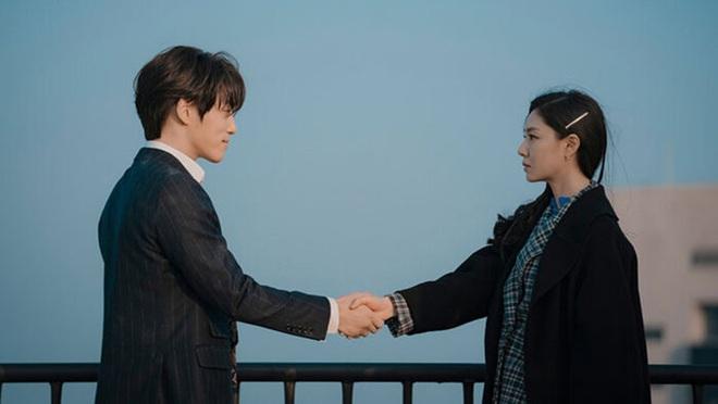 Seo Ji Hye tái hiện cảnh xé vé cực hot của thánh lừa đảo ở Crash Landing on You, chờ gì mà không đẩy thuyền? - ảnh 13