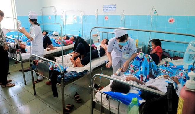 135 học sinh nhập viện sau khi ăn bánh mì từ thiện tại trường - ảnh 1