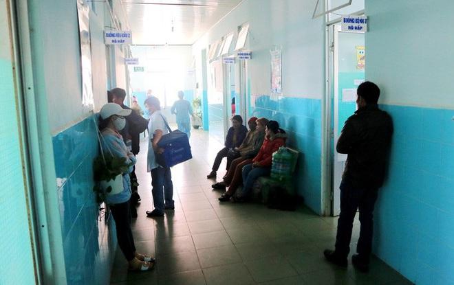 135 học sinh nhập viện sau khi ăn bánh mì từ thiện tại trường - ảnh 2