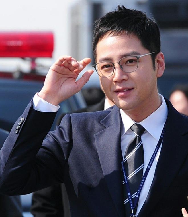 Jang Geun Suk chính thức xuất ngũ sau 2 năm: Ai ngờ lột xác thon gọn, cực bảnh sau màn tăng cân khiến cả Kbiz sốc nặng - ảnh 4