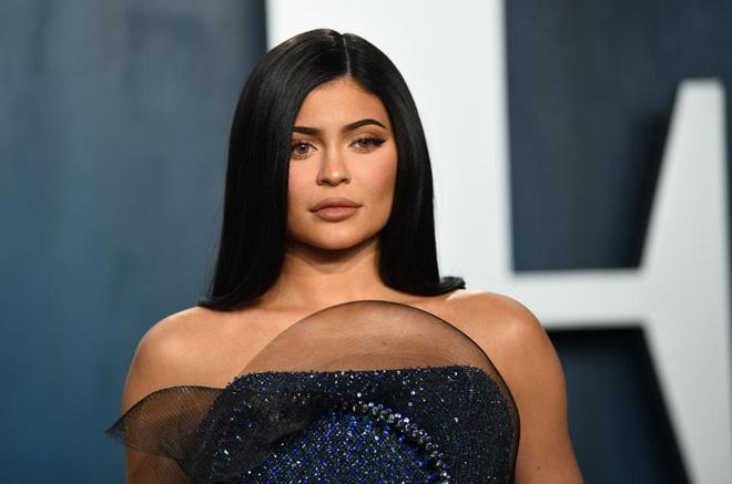 Biến căng: Forbes tuyên bố Kylie Jenner không còn là tỷ phú đô la, cáo buộc chiêu trò, giả mạo giấy tờ với tài sản thực gây sốc - ảnh 2