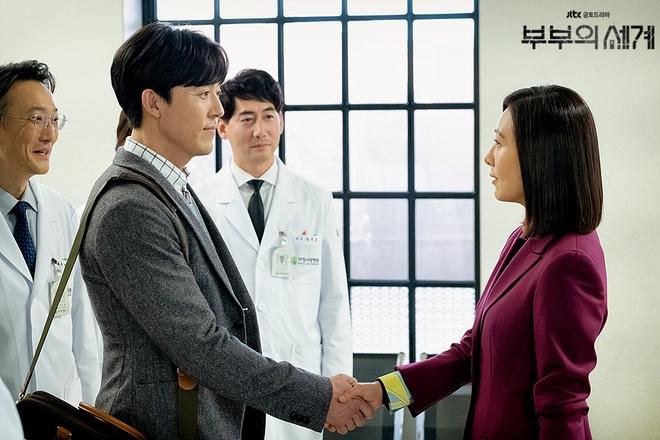 Chị đại Hospital Playlist ước phi công Thế Giới Hôn Nhân đóng mùa 2: Spoil đôi mới lẫn khả năng lật thuyền Ik Jun - Song Hwa? - ảnh 4
