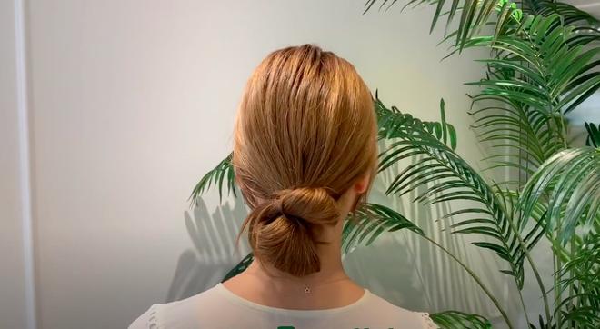 3 kiểu tóc búi thấp gái Hàn diện nguyên hè: Mát lịm mà vẫn cực sang, chưa mất 1 phút đã xong ngay - ảnh 12