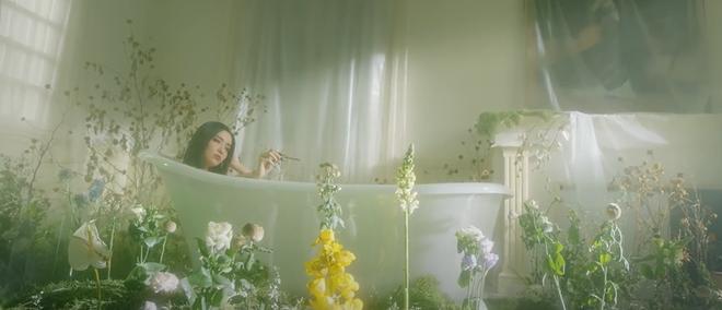 Bích Phương khoe body nóng bỏng, đóng cảnh nóng với nam diễn viên người Hàn trong Một Cú Lừa, cái kết khiến khán giả thót tim! - ảnh 12