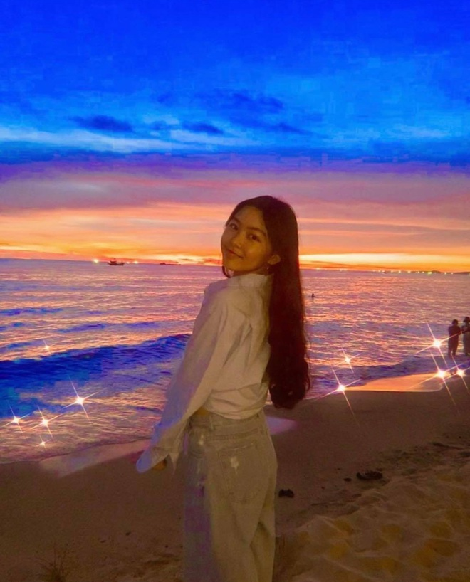 Lọ Lem - con gái MC Quyền Linh đổi style đậm chất minh tinh Hong Kong, nhìn kiểu gì cũng đẹp hút hồn - ảnh 1