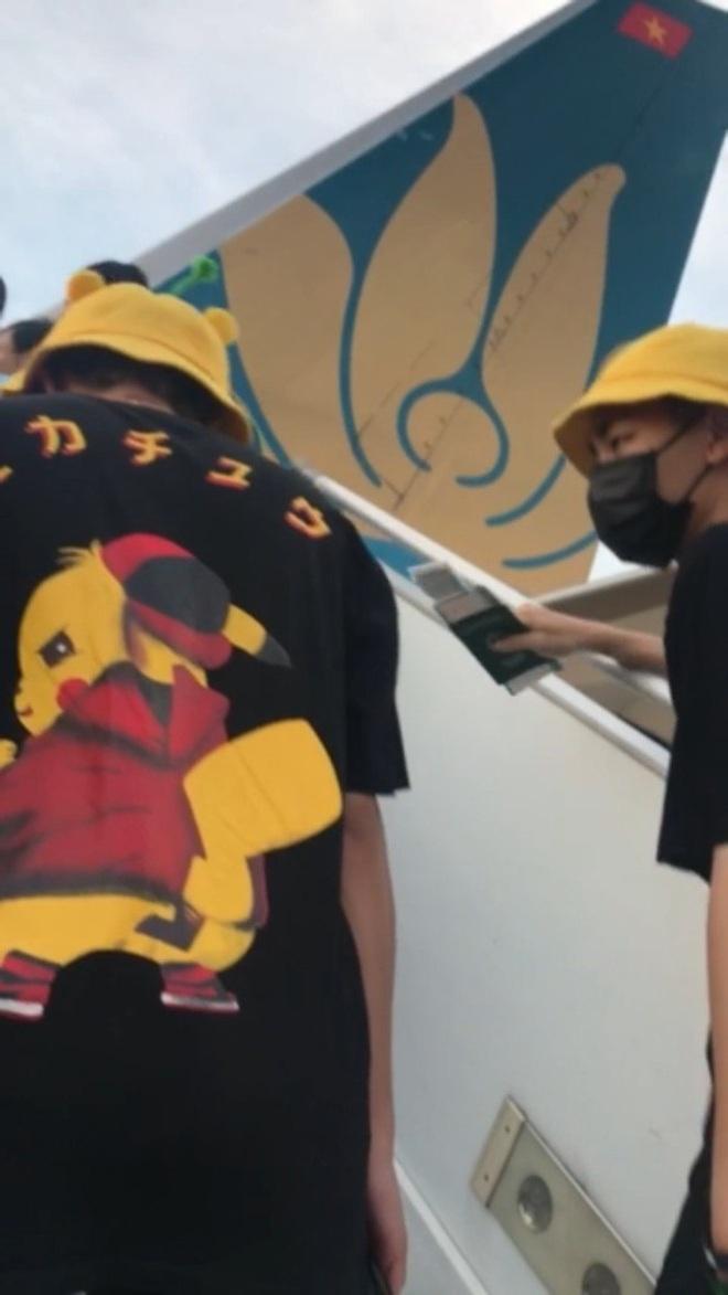 Netizen soi vết xăm trên cổ tay trái của nhân vật nam trong đoạn clip nói xấu Sơn Tùng M-TP - ViruSs, khẳng định là chiêu trò dàn dựng hại Jack? - ảnh 2