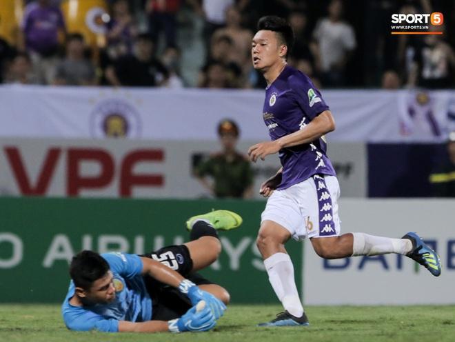 Trung vệ U23 Việt Nam đá bay bàn thắng ở khoảng cách 3m, sửa sai bằng cú dứt điểm đầy tinh tế - ảnh 6