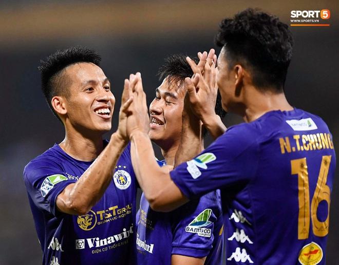 HLV Park Hang-seo nhâm nhi cà phê sữa đá, cười khoái chí với pha bỏ lỡ khó tin của tuyển thủ Việt Nam - ảnh 9