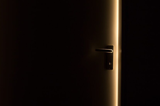 Được thuê để đột nhập vào nhà chơi trò người lớn, 2 thanh niên Úc bế nhau vào tù  do đi nhầm địa chỉ - ảnh 1