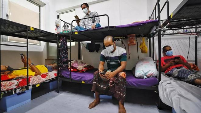 Đứng trước cơn sóng thần bệnh nhân Covid-19, Singapore đã ứng phó ra sao để duy trì tỷ lệ tử vong thấp? - Ảnh 2.