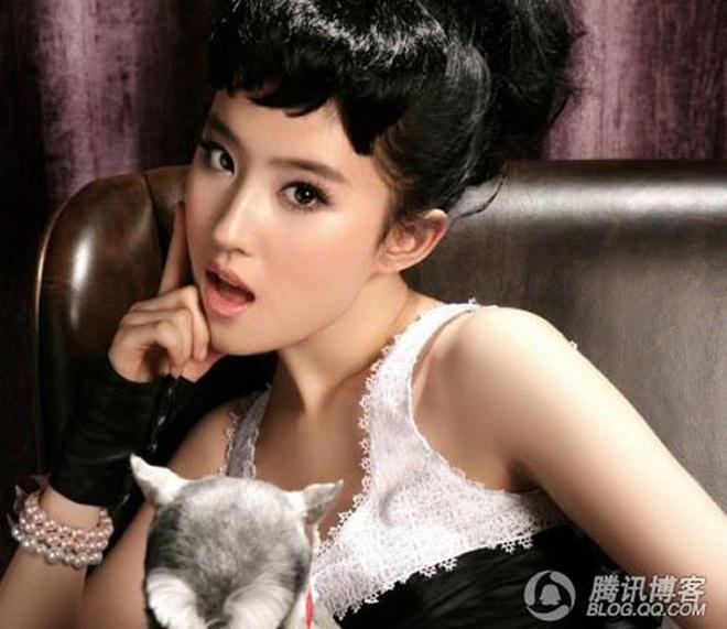 Nữ thần Cbiz hoá thân thành Audrey Hepburn: Angela Baby - Dương Mịch kiêu sa sang chảnh, kéo đến mỹ nhân cuối ai cũng hết hồn - Ảnh 12.