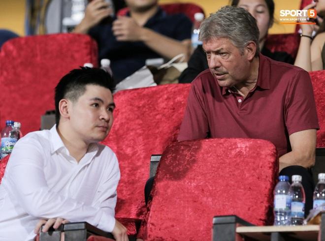 HLV Park Hang-seo nhâm nhi cà phê sữa đá, cười khoái chí với pha bỏ lỡ khó tin của tuyển thủ Việt Nam - ảnh 6