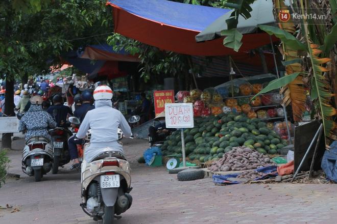 Ảnh: Hoa quả với giá rẻ giật mình đổ bộ khắp vỉa hè Hà Nội - ảnh 4