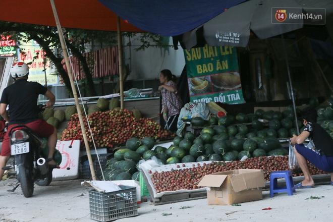 Ảnh: Hoa quả với giá rẻ giật mình đổ bộ khắp vỉa hè Hà Nội - ảnh 9
