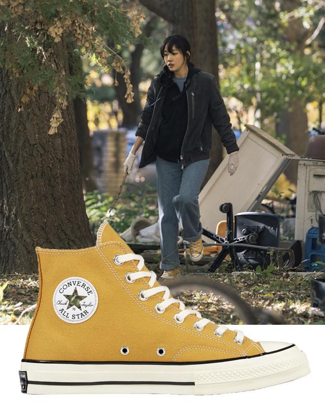 Quân Vương Bất Diệt có xịt thì dân tình vẫn mãn nhãn trước bộ sưu tập sneaker bình dân đi vào lịch sử của Kim Go Eun - ảnh 2