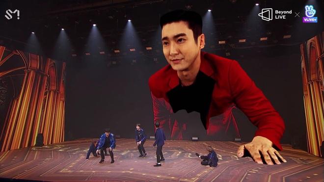 Super Junior làm concert chất đến phát ngất: Hóa phép Siwon to bằng tòa nhà 2 tầng ngay trên sân khấu - ảnh 2