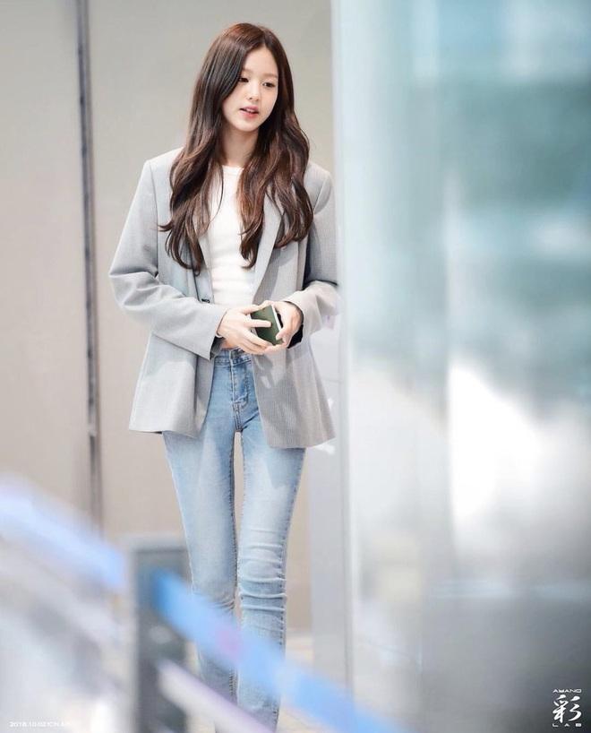 """Cuộc chiến chân dài của """"em gái quốc tế"""" Lisa và """"thủy thủ mặt trăng"""" Jang Won Young: Cùng chân dài đến nách nhưng style lại khác biệt quá đỗi - ảnh 14"""