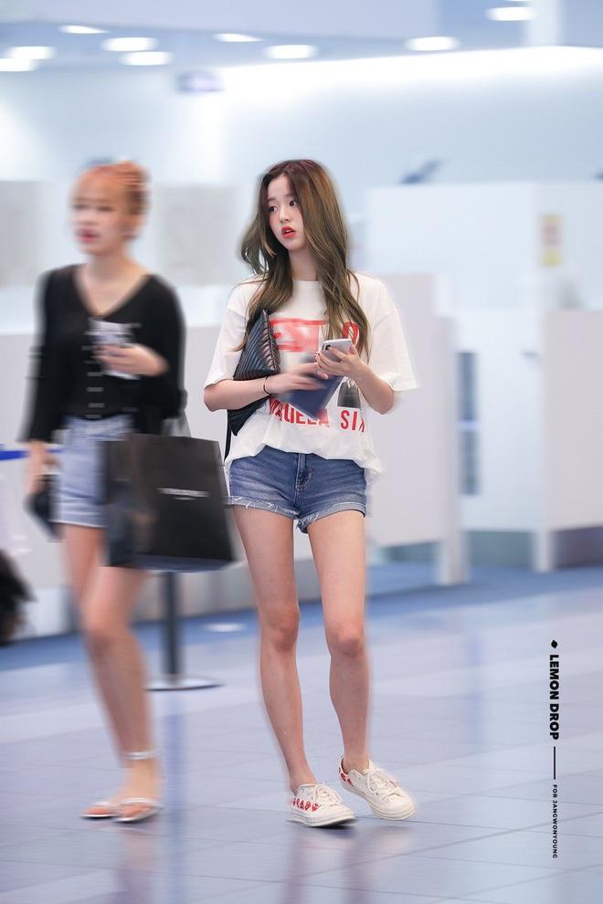 """Cuộc chiến chân dài của """"em gái quốc tế"""" Lisa và """"thủy thủ mặt trăng"""" Jang Won Young: Cùng chân dài đến nách nhưng style lại khác biệt quá đỗi - ảnh 17"""