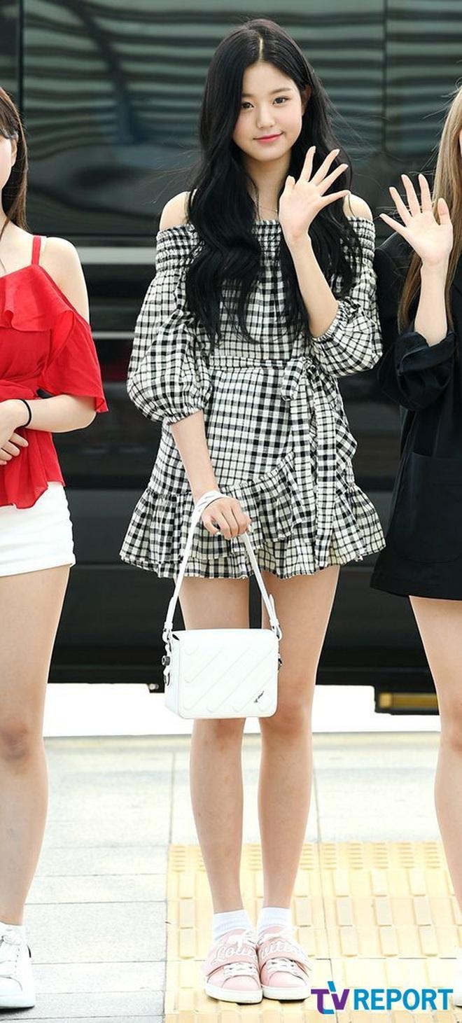 """Cuộc chiến chân dài của """"em gái quốc tế"""" Lisa và """"thủy thủ mặt trăng"""" Jang Won Young: Cùng chân dài đến nách nhưng style lại khác biệt quá đỗi - ảnh 19"""