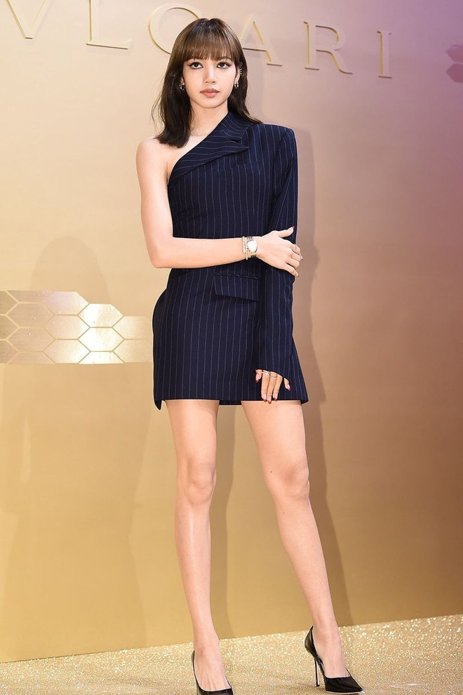"""Cuộc chiến chân dài của """"em gái quốc tế"""" Lisa và """"thủy thủ mặt trăng"""" Jang Won Young: Cùng chân dài đến nách nhưng style lại khác biệt quá đỗi - ảnh 10"""