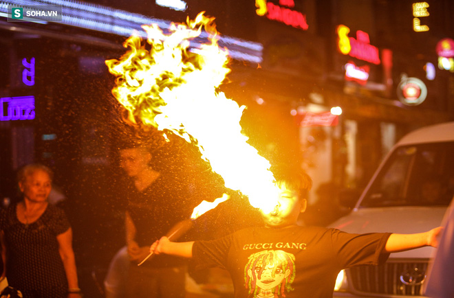 Những đứa trẻ không Tết thiếu nhi, trắng đêm phun lửa mưu sinh ở phố Tây Bùi Viện - ảnh 16