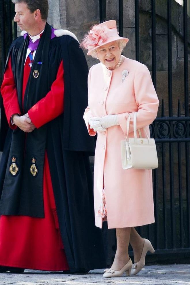 """Thực đơn ăn kiêng và bí quyết giữ sức khỏe """"giá bình dân"""" giúp Nữ hoàng Elizabeth II ở tuổi 94 vẫn trẻ trung, khỏe mạnh - Ảnh 5."""