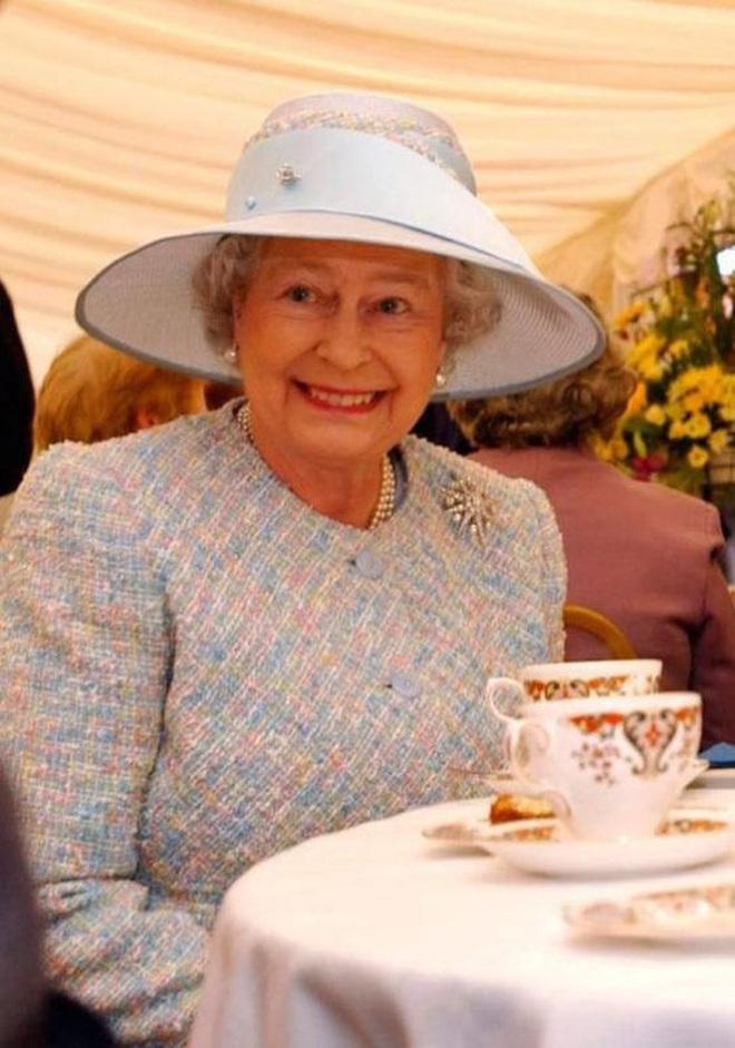 """Thực đơn ăn kiêng và bí quyết giữ sức khỏe """"giá bình dân"""" giúp Nữ hoàng Elizabeth II ở tuổi 94 vẫn trẻ trung, khỏe mạnh - Ảnh 3."""