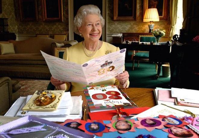 """Thực đơn ăn kiêng và bí quyết giữ sức khỏe """"giá bình dân"""" giúp Nữ hoàng Elizabeth II ở tuổi 94 vẫn trẻ trung, khỏe mạnh - Ảnh 2."""