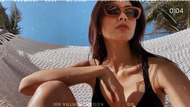 """Hội bạn sang chảnh của Hà Tăng - Tiên Nguyễn đồng loạt diện bikini khoe body, mẹ 2 con """"đốt mắt"""" với vòng 1 căng tràn - Ảnh 7."""