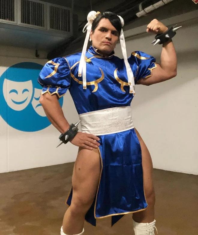 Anh trai vai u thịt bắp cuồn cuộn nhưng chỉ thích cosplay các vai... nữ tính - Ảnh 7.