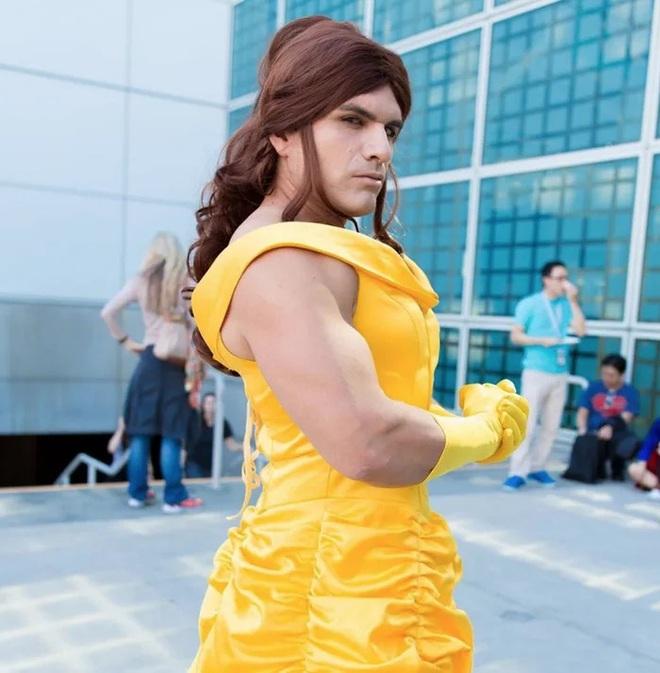 Anh trai vai u thịt bắp cuồn cuộn nhưng chỉ thích cosplay các vai... nữ tính - Ảnh 8.