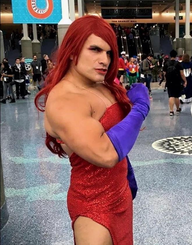 Anh trai vai u thịt bắp cuồn cuộn nhưng chỉ thích cosplay các vai... nữ tính - Ảnh 10.