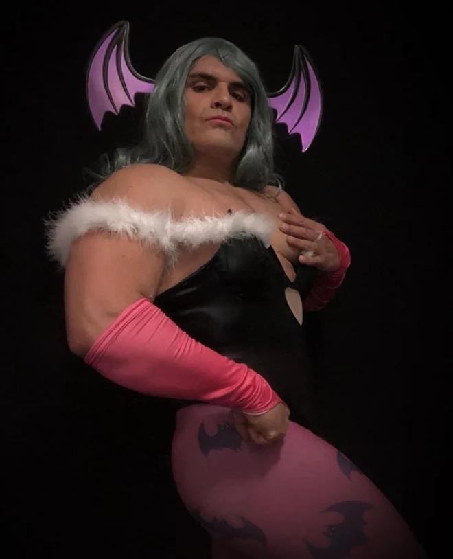 Anh trai vai u thịt bắp cuồn cuộn nhưng chỉ thích cosplay các vai... nữ tính - Ảnh 12.