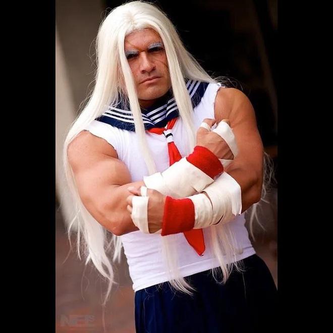 Anh trai vai u thịt bắp cuồn cuộn nhưng chỉ thích cosplay các vai... nữ tính - Ảnh 14.