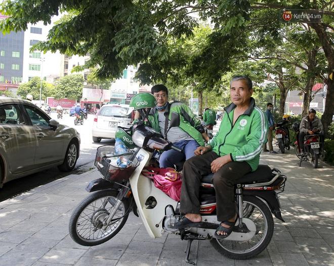 Clip: Hà Nội tiếp tục nắng nóng đỉnh điểm, người chật vật mưu sinh, người khó thở vì phải đi ngoài đường quá lâu - ảnh 2