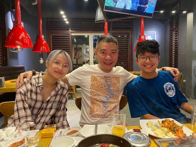 Bạn gái kém 15 tuổi selfie vui vẻ bên con riêng của Công Lý, vợ cũ MC Thảo Vân liền có bình luận hé lộ mối quan hệ - ảnh 1
