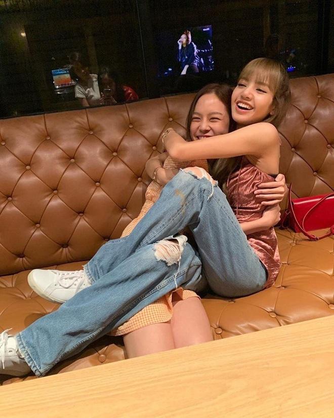 Lisa (BLACKPINK): Từ trainee uất ức, debut vẫn bị lừa 19 tỷ chỉ vì không phải người Hàn đến cú lột xác thành điều kỳ diệu của Kpop - ảnh 25