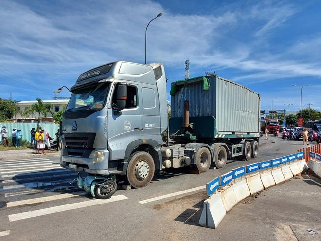 Đà Nẵng: Bị cuốn vào gầm container, bé trai 6 tuổi chết thảm, mẹ nguy kịch - ảnh 1