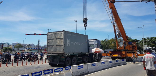 Đà Nẵng: Bị cuốn vào gầm container, bé trai 6 tuổi chết thảm, mẹ nguy kịch - ảnh 2