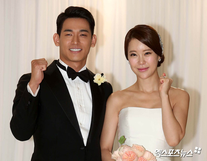 """Đám cưới ca sĩ """"Secret Garden"""" lên top Naver vì như """"bê"""" nửa Kbiz đến chung vui: Yoo Jae Suk, Park Bo Young, Sistar, cả chủ tịch JYP tụ họp đủ - ảnh 8"""
