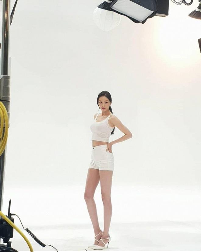 Vẫn biết những sao nữ này chân dài cân mọi outfit nhưng xem ảnh hậu trường vẫn phải sốc, hack não nhất là thánh body Lee Da Hee - ảnh 3