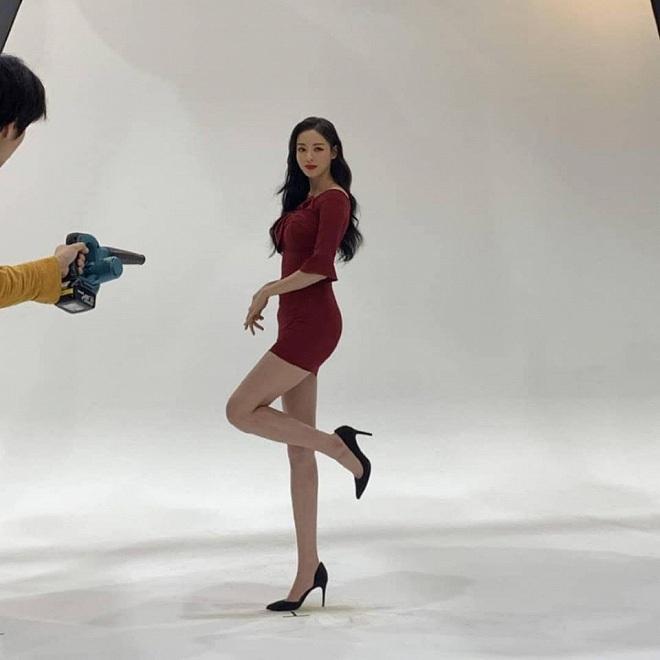 Vẫn biết những sao nữ này chân dài cân mọi outfit nhưng xem ảnh hậu trường vẫn phải sốc, hack não nhất là thánh body Lee Da Hee - ảnh 4